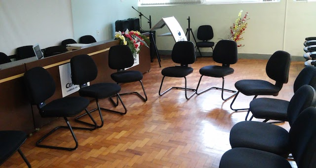 Cadeiras para reunião de órgão colegiado